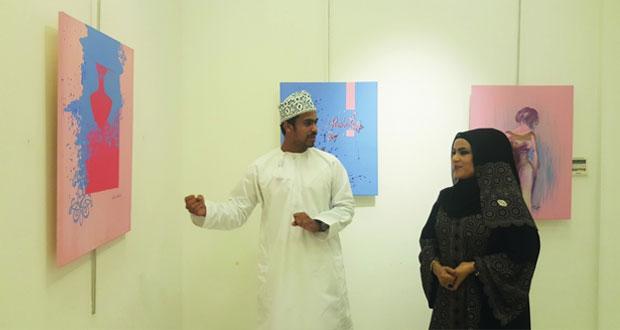 """أكثر من 30 لوحة فنية تشكيلية في معرض """"لون السنة بالنادي الثقافي"""