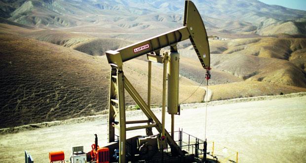 نفط عمان يتراجع أكثر من دولار وبرنت ينخفض مع عودة التركيز على تخمة المعروض