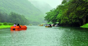 حركة سياحية نشطة تشهدها العيون المائية بظفار