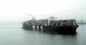 ميناء صلالة يستقبل أكبر سفينة حاويات في العالم بسعة 19 ألف حاوية