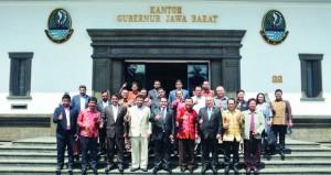 الوفد التجاري لغرفة شمال الباطنة يتعرف على الفرص الاستثمارية بإندونيسيا