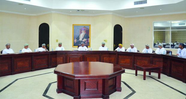 وزير البلديات يؤكد على تكثيف الجهود للارتقاء بمختلف الخدمات بالمحافظات