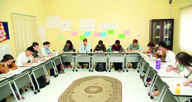 كلية السُّلطان قابوس لتعليم اللغة العربية بمنح تستقبل مجموعة من الدارسين