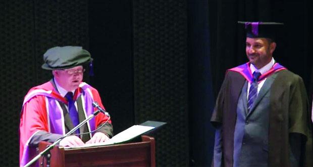 طالبان عمانيان يحصدان جائزة أفضل مشروع تخرج من بريطانيا