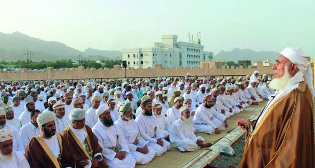 محافظات وولايات السلطنة تحتفل بعيد الفطر المبارك والمحافظون والولاة يستقبلون المهنئين
