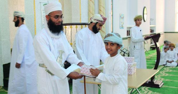 تكريم المجيدين من حفظة القرآن الكريم بقرية الثابتي بولاية ابراء