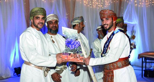 إزكي تحتفل بزفاف 52 عريسا بحضور شعبي كبير ازدانت بالأهازيج والرقصات الشعبية