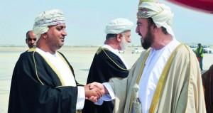 أسعد بن طارق يعود للبلاد بعد ترأسه وفد السلطنة في القمة العربية بموريتانيا