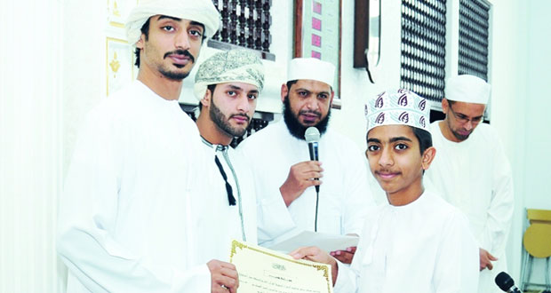 تكريم 52 من حفظة القرآن الكريم بمركزي فاطمة الزهراء وأبي ذر الغفاري بولاية صور