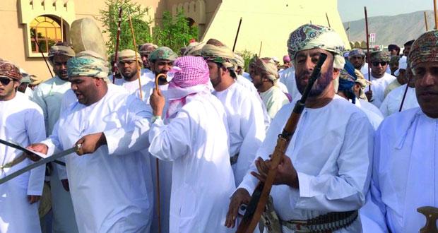 الزيارات واستعراضات الخيل والهجن .. أبرز مظاهر العيد في قرى عبري
