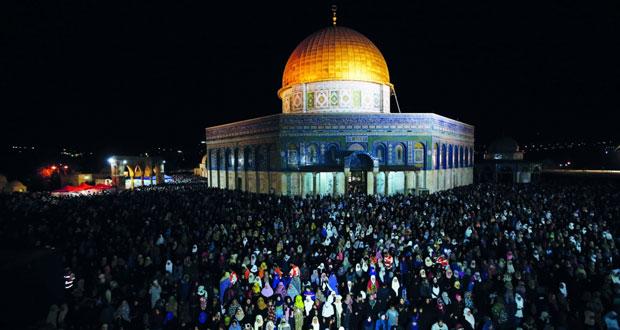 آلاف الفلسطينيين يحيون ليلة القدر في المسجد الأقصى