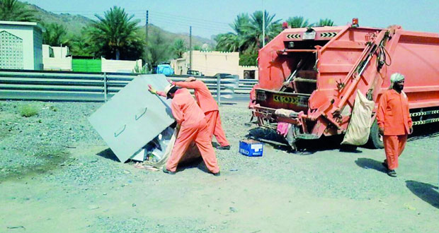 جهود مستمرة للمحافظة على النظافة العامة في مختلف قرى ومناطق الظاهرة
