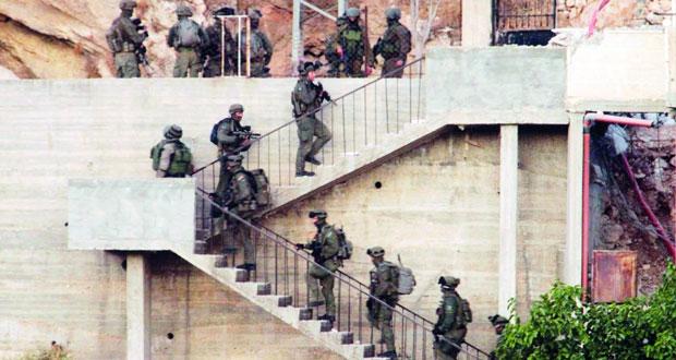 الاحتلال يغتال مقاوما فلسطينيا ويدمر منزلا تحصن به في الخليل