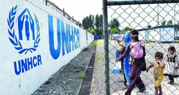ميركل ترفض إعادة النظر في سياستها حول اللاجئين