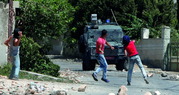 الاحتلال يشن حملة اعتقالات واقتحامات بالضفة ويطلق النار بغزة