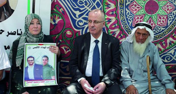 حضور رسمي وشعبي بخيمة الاعتصام مع الأسرى المضربين