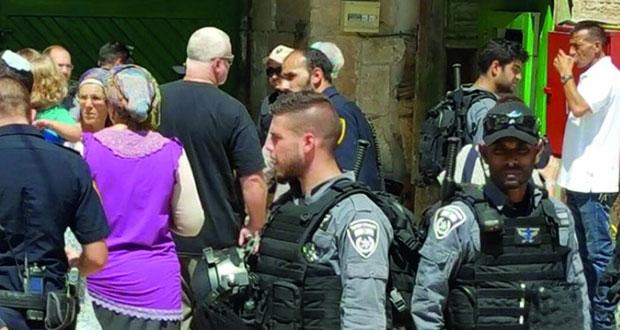 قوات الاحتلال تقتحم العيسوية ومستوطنون يقتحمون الأقصى