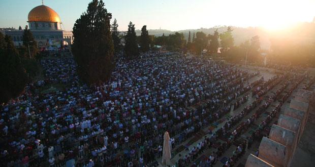 آلاف الفلسطينيين يؤدون صلاة العيد برحاب (الأقصى)