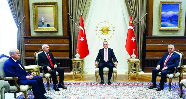 تركيا: مؤيدو الحكومة والمعارضة فـي مظاهرة مشتركة لرفض «الانقلاب»