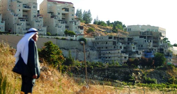الاحتلال يمعن فـي هدم منازل الفلسطينيين ويشن حملة مداهمات بالضفة