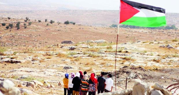 الاحتلال يعتقل الخليل ويقطع مقومات الحياة عن المدينة كعقاب جماعي