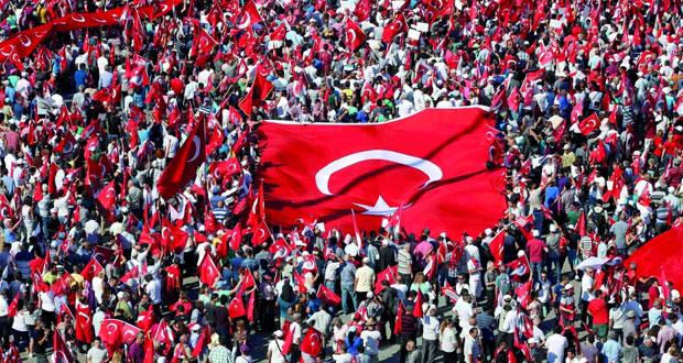 """تركيا: الموقوفون يتجاوزون الـ 13 ألفا واتجاه لتمديد الطوارئ """"إذا اقتضى الأمر"""""""