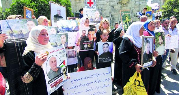 إضراب جماعي للأسرى احتجاجا على تقليص الزيارات والاحتلال يُثبت «الإداري» لسبعة أسرى