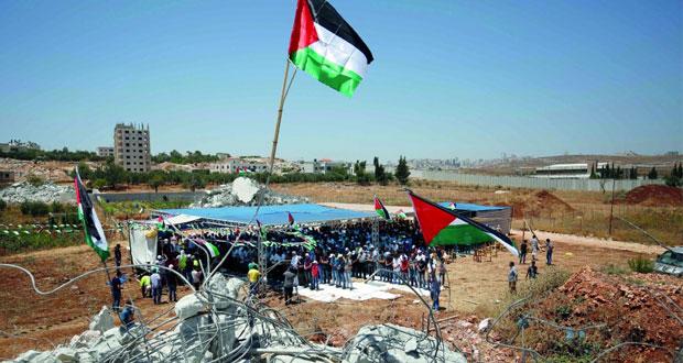 الاحتلال يقمع المسيرات السلمية الأسبوعية .. ويخنق العشرات