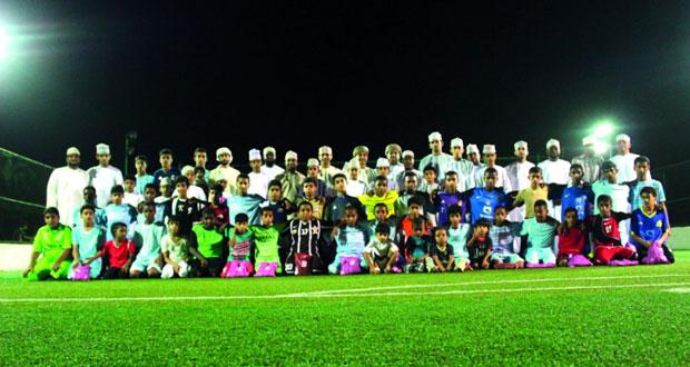 فريق الساحل الرياضي الثقافي التابع لنادي السويق يختتم فعاليات المدرسة الكروية