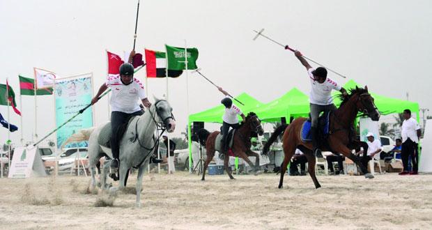 إثارة كبيرة تشهدها فعاليات البطولة الخليجية لالتقاط الأوتاد بمهرجان صلالة السياحي