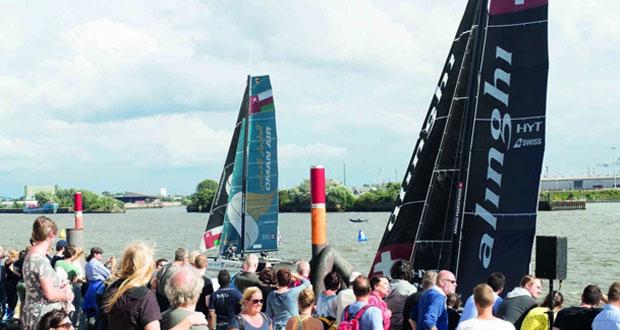 قارب الطيران العُماني يواصل مسيرته بنجاح نحو اللقب رغم منافسة شرسة من فريق ألينجي السويسري
