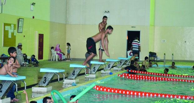 ختام الأيام المفتوحة للسباحة بمجمع نـزوى الرياضي