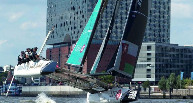 قارب الطيران العُماني يخطف المركز الأول بخفة الأداء في مواجهة الرياح الخفيفة
