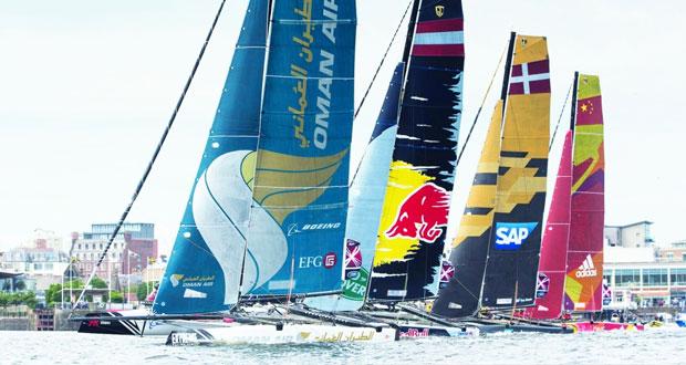 قارب الطيران العُماني يبدأ اليوم أول سباقاته وسط منافسة قوية للدفاع عن لقبه