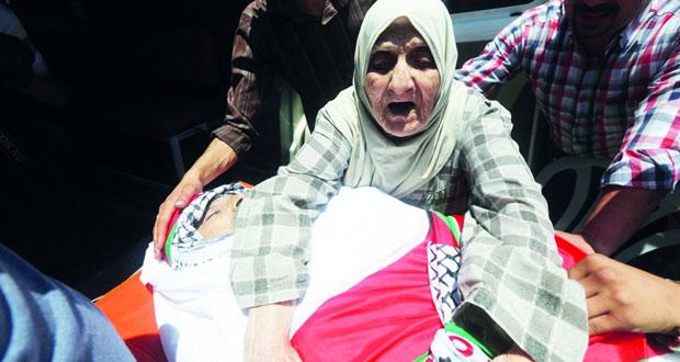 الاحتلال يغير على غزة ويغلق الخليل .. ويسطو على ضرائب الفلسطينيين