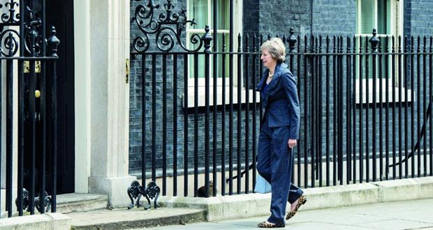 بريطانيا: كاميرون يسلم (10 داونينج ستريت) لتريزا ماي .. اليوم