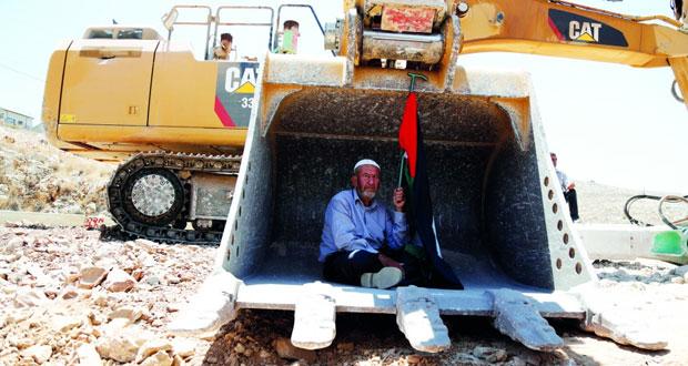 الإرهاب الإسرائيلي يعدم فلسطينيا ميدانيا
