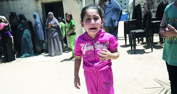الاحتلال يغتال طفلا والفلسطينيون يرفضون المساومة على حق العودة