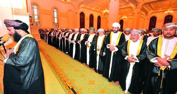 وزير الدولة ومحافظ ظفار يؤدى صلاة العيد ويستقبل المهنئين بجامع السلطان قابوس بصلالة