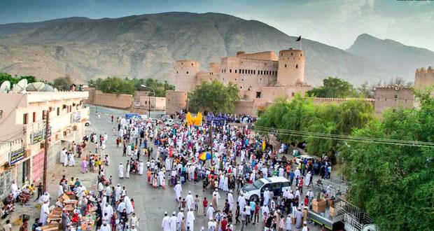 احتفالات العيد تعم ولايات السلطنة والمنتزهات والحدائق كاملة العدد