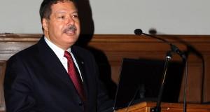 وفاة العالم المصري أحمد زويل صاحب نوبل في الكيمياء