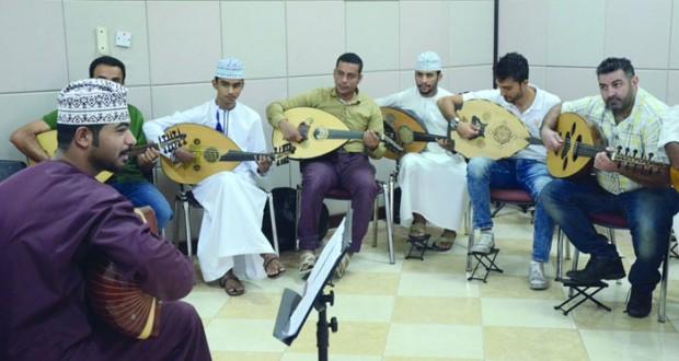 يوسف اللويهي يواصل البرامج التدريبية لأعضاء جمعية هواة العود العازفين
