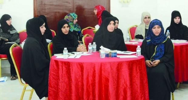 """حلقة عمل بعنوان """"المرأة في التشريعات العمانية"""" بإبراء"""