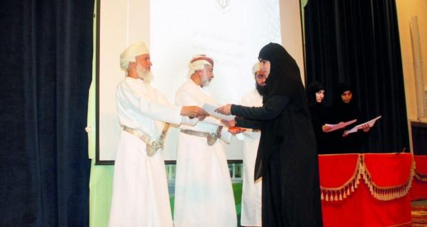كلية العلوم الشرعية تختتم برامجها الصيفية بتكريم 300 مشاركة في برنامج الإجازة القرآنية