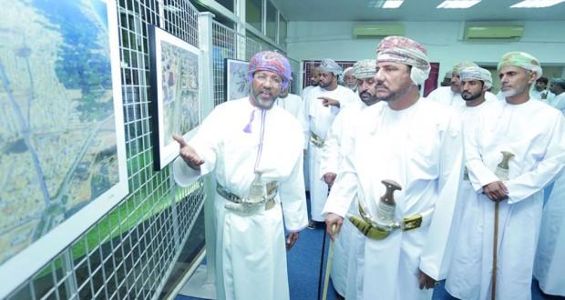 """افتتاح معرض """"ظفار من الجو"""" بمركز البلدية الترفيهي"""