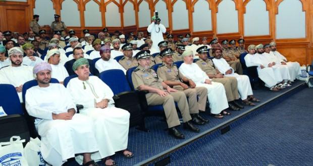 استعراض مختلف التسهيلات التي تقدمها الإدارة العامة للجمارك بشرطة عمان السلطانية