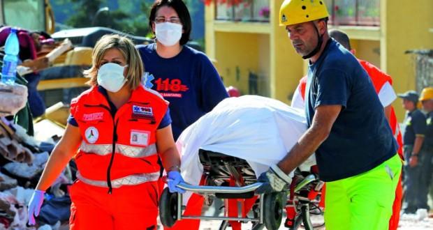 عشرات القتلى والجرحى في زلزال مدمر يضرب إيطاليا