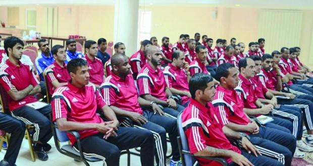 بدء المعسكر التدريبي لحكام كرة القدم بالسلطنة بمجمع نـزوى الرياضي