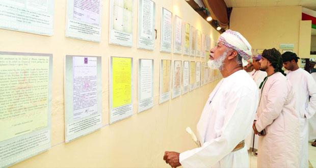 """المعرض الوثائقي """"عمان تاريخ وحضارة"""" يواصل استقباله زوار الخريف"""