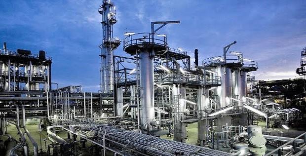 نفط عمان يرتفع إلى 46.15 دولار.. وتصريحات سعودية واستمرار تخمة المعروض تهبط بأسعار النفط